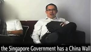 泰益家族的律師鐘志文解釋新加坡騙局(轉移定價),並譏笑「盲目」的逹雅族人(Dayak)看不出他們被自己的領導人搶劫了。