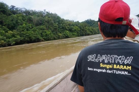 『Selamatkan Sungai Baram。Satu Anugerah dari Tuhan』(譯:拯救峇南河,一個來自上帝的禮物);原住民賴以為生的主要河流(峇南河),在官商進行森林伐木和開發後,逐漸被破壞,物種亦面臨絕滅。