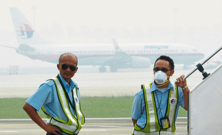 印尼烟霾继续围城, 吉隆坡国际机场的可见度及空气污染指数在周一上午也很恶劣。