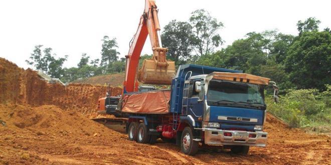 土地與測量局執法單位在古晉巴西邦達地區成功偵破一宗非法運載泥土活動。