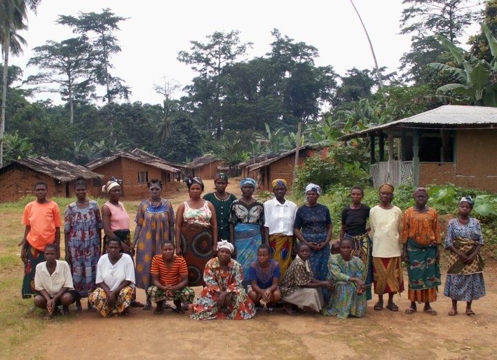 2-women-group-fabe-village
